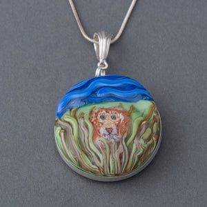 This Artisan Large Lion Lampwork Flamework Glass pendant necklace