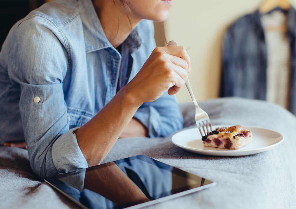 BLUE LIGHT CAUSES SUGAR CRAVINGS AND WEIGHT GAIN