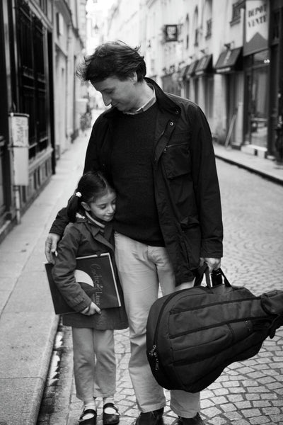 Father and daughter (Paris, France, 2007)26.0cm x 39.0cm, 10.2inches x 15.4inches - Documentary Photography Gallery