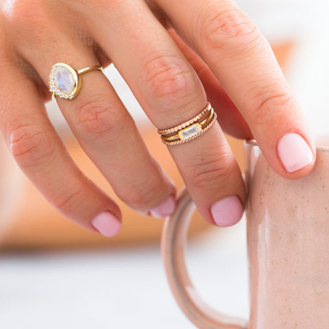 CHANNEL RING MOONSTONE