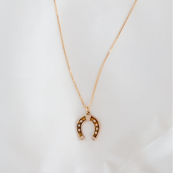leah alexandra antique horseshoe necklace
