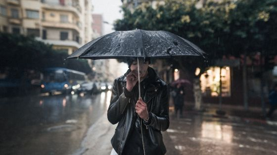 Can you wear leather in the rain?