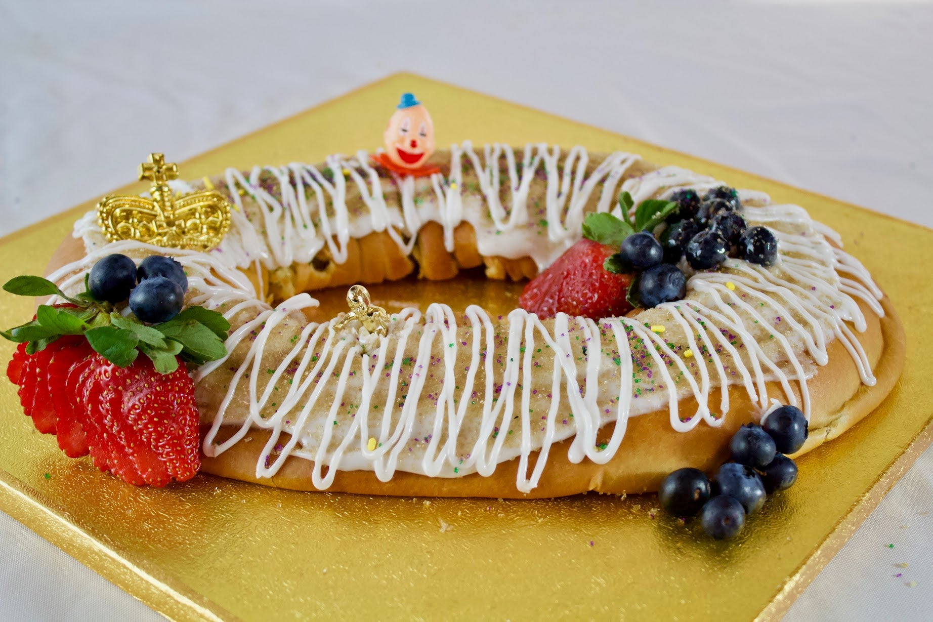 Cannata's Gooey Butter Berry Cream Cheese King Cake