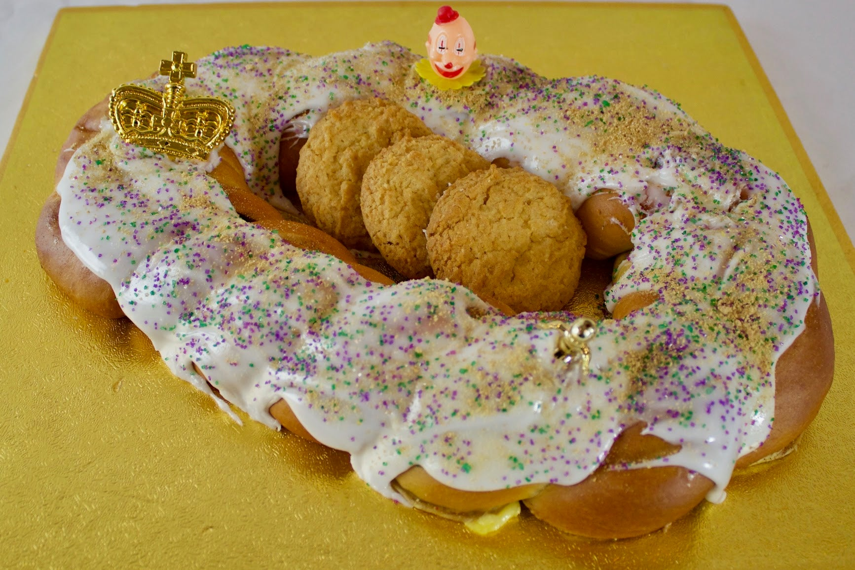 Cannata's Gooey Butter Snickerdoodle King Cake