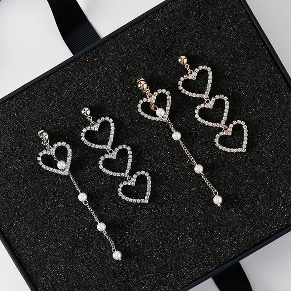 "BTS ""CRYSTAL LOVE HEART"" EARRINGS"