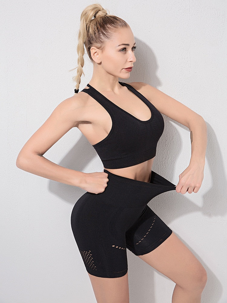 Astoria RISE Sports Crop - Black