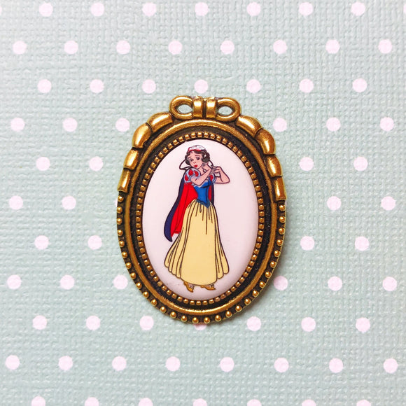 Vintage Snow White Cameo Brooch