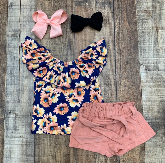 Navy & Peach Daisy Belted Shorts Outfit
