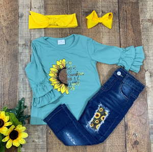 Aqua Sunshine Distressed Jeans Outfit
