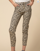 Load image into Gallery viewer, CAT WALK LEOPARD PANTS