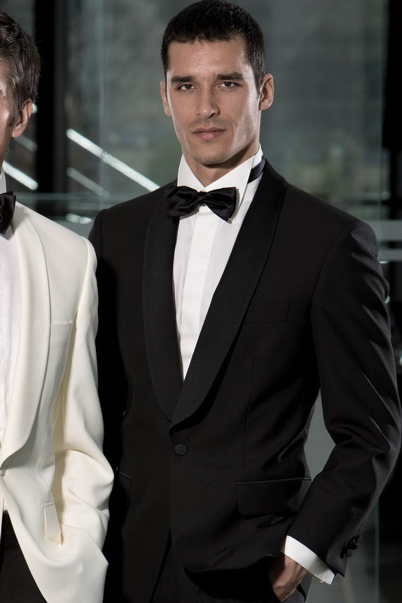 Awesome black suit for men