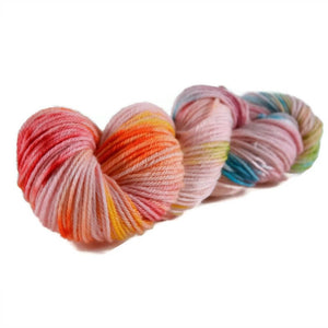 Merlin Merino Worsted Yarn - Tickled Pink
