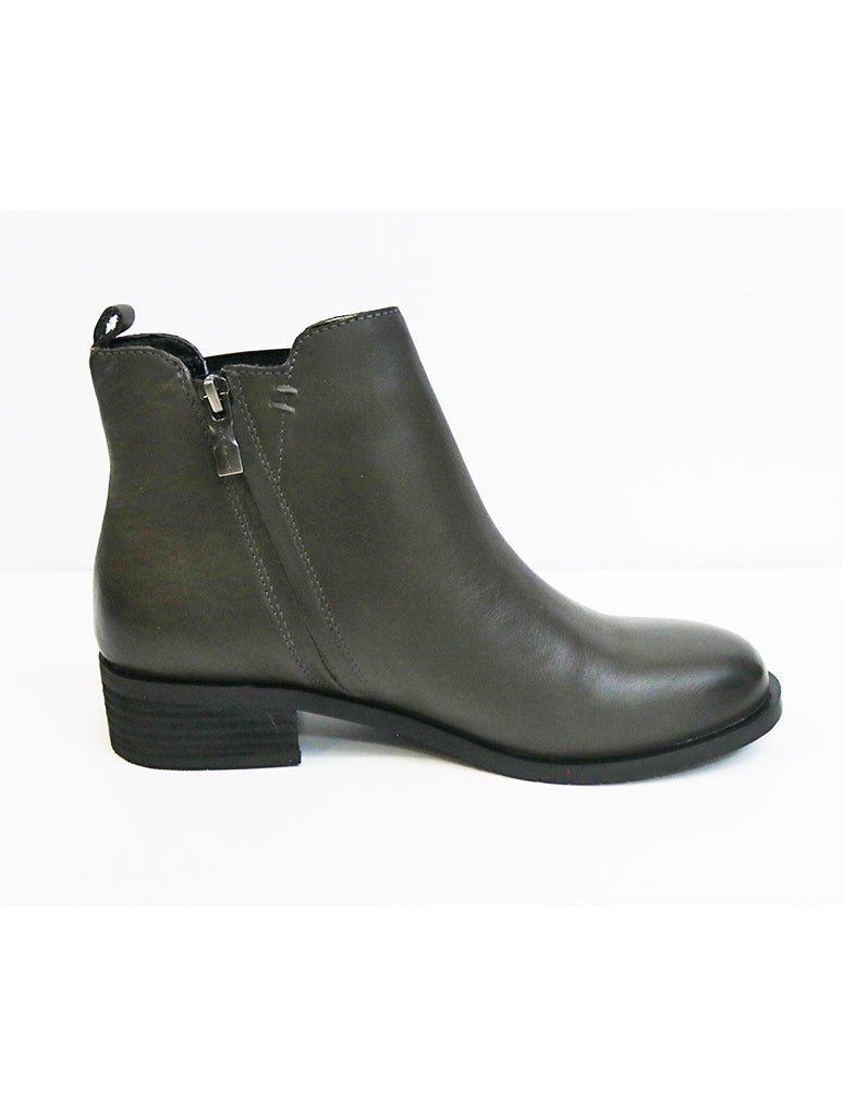 Salvia Rhonda Chelsea Boot in Dark Grey