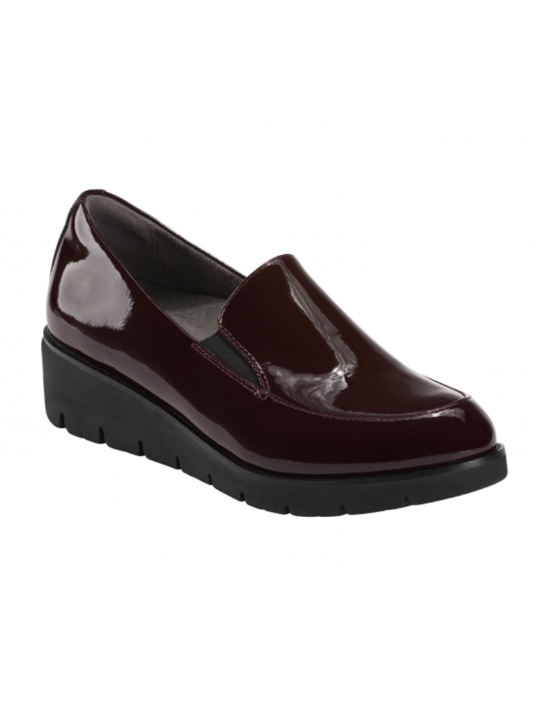 Earth Shoes Zurich Bern Slip on Loafer in Burgundy Patent