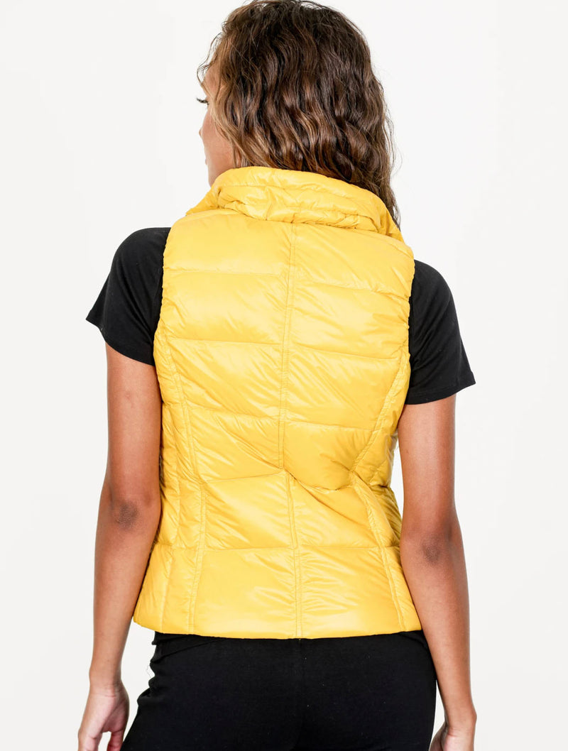 Anorak Short Puffer Vest in Curry