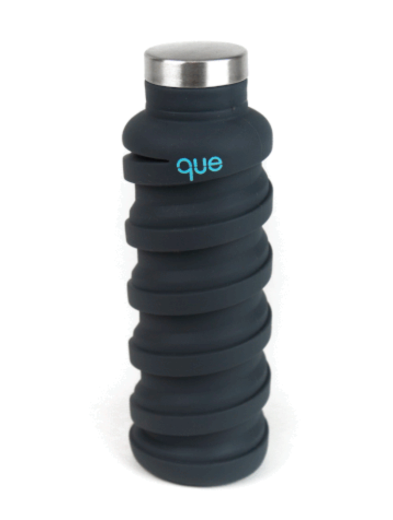 Que Collapsible Silicone 20oz Travel Water Bottle in Charcoal