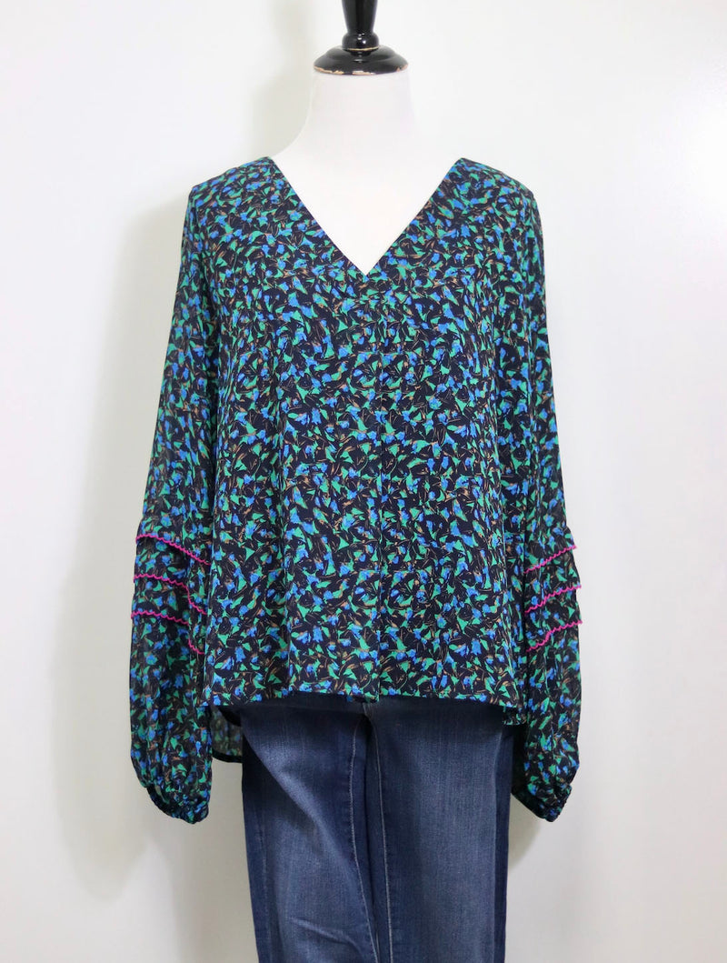 Skies Are Blue Skies Printed Blouse in Navy/Green