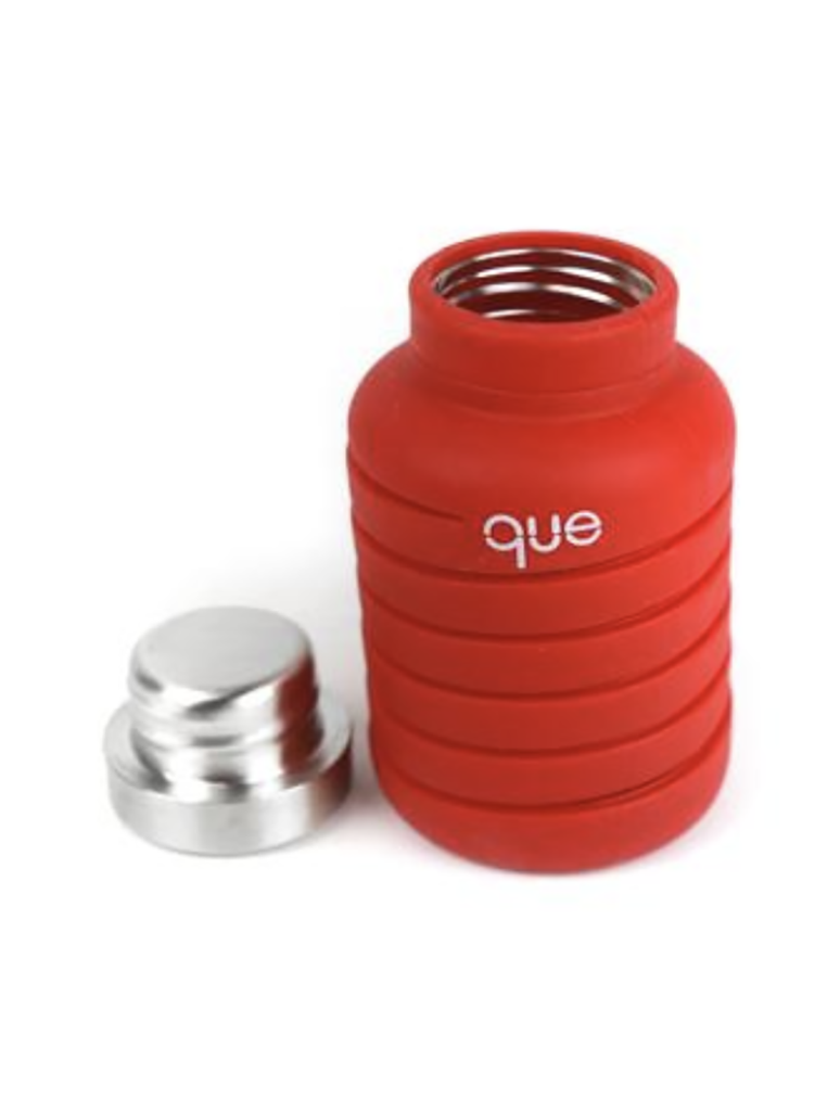 Que Collapsible Silicone 20oz Travel Water Bottle in Red
