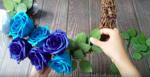 Blue-paper-rose-wreath-easy-making
