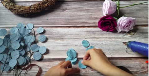 Christmas-paper-rose-wreath-how-to-make