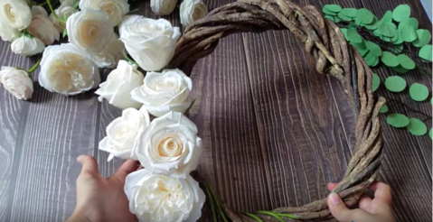 paper-rose-wreath-how-to-make