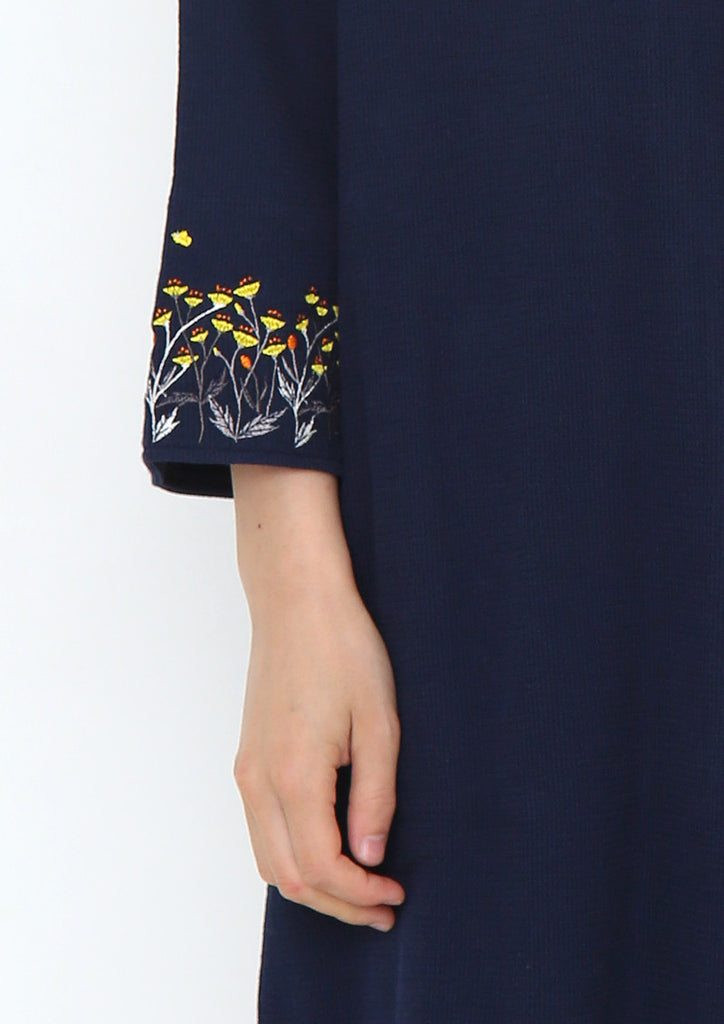 Embroidery Cuffs Back Button Middle Sleeve One-Piece (Kinpouge)