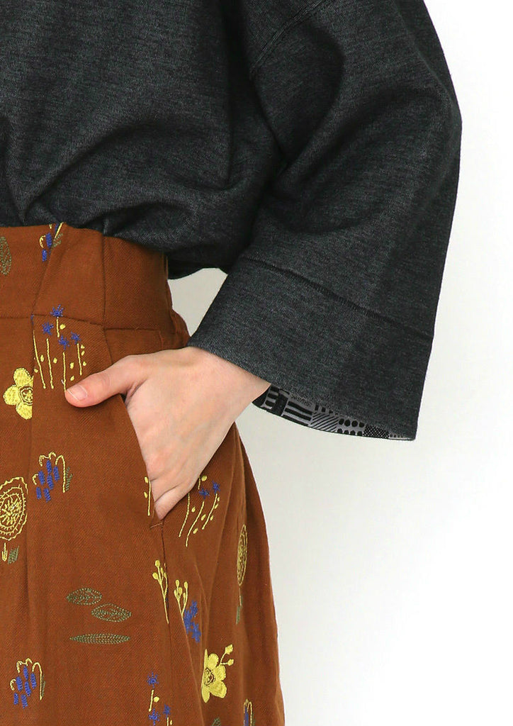 Embroidery Front Tuck Skirt (Pressing Plants)