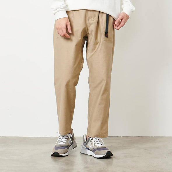 BACK SATIN LOOSE TAPERED PANTS