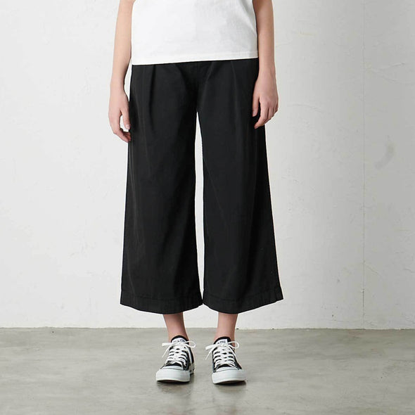 Model wearing Gramicci Women's Baggy Pants (Black)