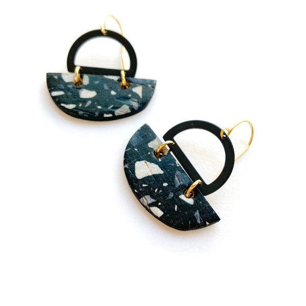 Geometric earrings with black frame by Two boss beads