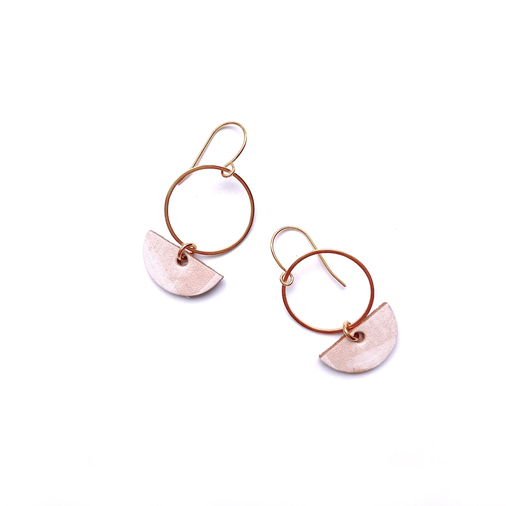 Small circle dangle earrings in white