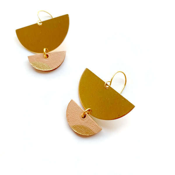 Small dangle earrings in natural leather by Two boss beads