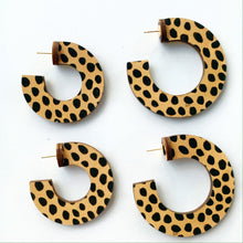 Load image into Gallery viewer, Cheetah Dot Hoop