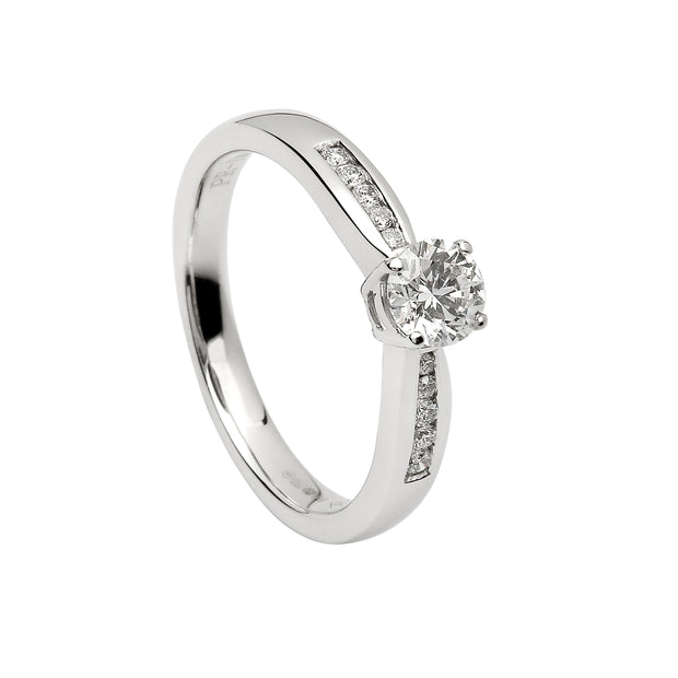 solitaire engagement ring with graduated shoulders