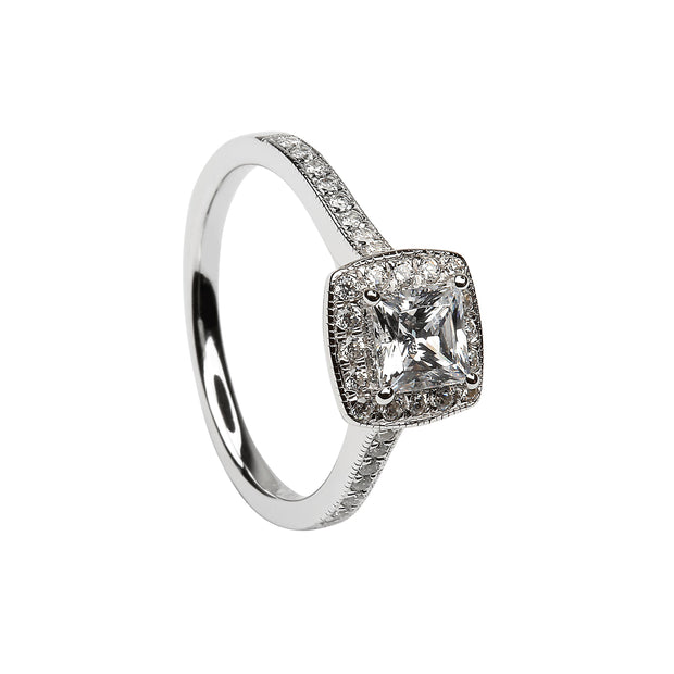 princess cut halo diamond engagement ring
