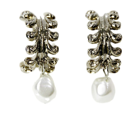 filigree pearl  curvaceous fashion