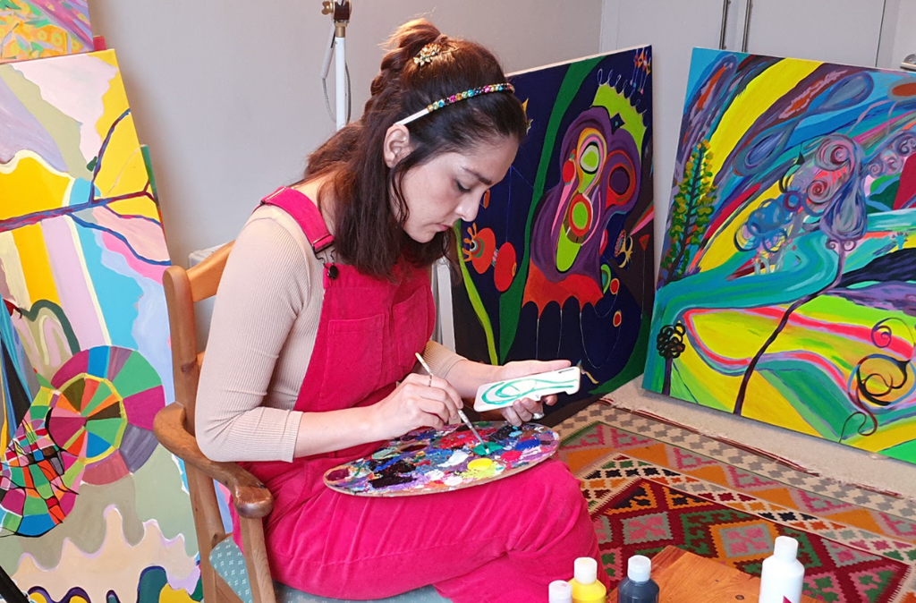 Özlem Thompson in her studio