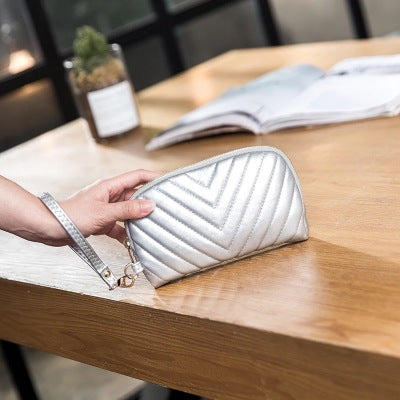 2019 Fashion embroidery thread V-shaped mobile phone bag soft leather large-capacity wallet