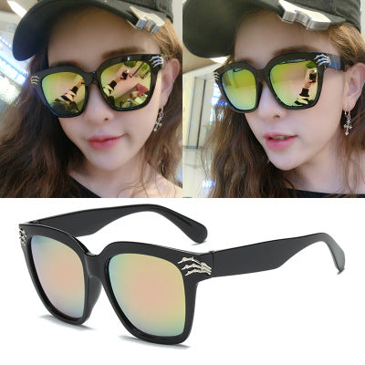 (buy one get one free)2019 new Korean version of the tide ladies star sunglasses men sunglasses personality driving driver network red retro