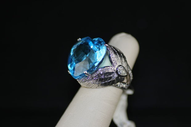 18K White Gold Blue Topaz Ring