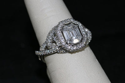 18K White Gold Diamond Center Stone Engagement Ring