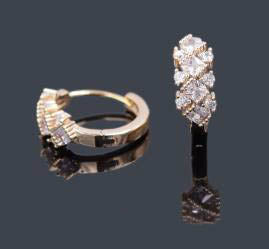 Earrings -  Oro Laminado -  Gold Diamond Shape Hoop Earrings