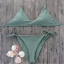 This army green Andorra bikini top has a triangular design but the connecting points between both triangles is thicker than normal, one inch/ three centimeters tall leaving visible the cleavage. Giving a natural push-up and it is padded. It is made of a solid material mix of cotton and polyester.
