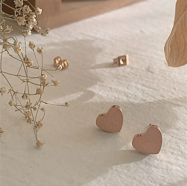 All Products - THAT'S AMORE Stud Earrings