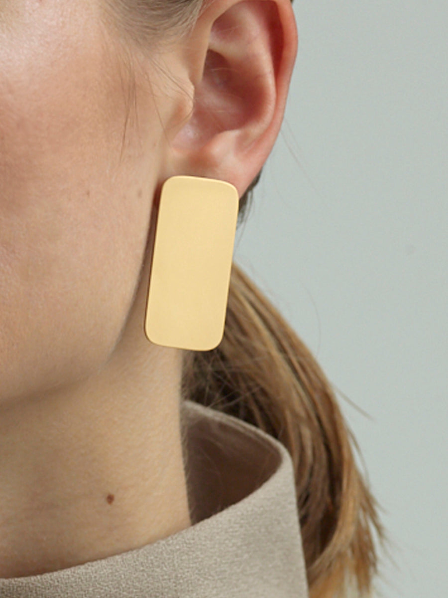 GRACE SHORT SQUARE EARRINGS GOLD