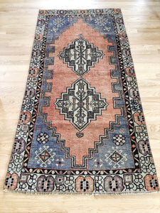 Soraya, vintage Turkish rug