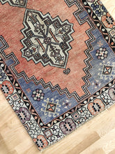 Load image into Gallery viewer, Soraya, vintage Turkish rug