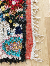 Load image into Gallery viewer, Jasmin, Vintage Moroccan boucherouite rug