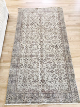 Load image into Gallery viewer, Vada, vintage Turkish rug 3'6 x 6'8