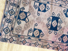 Load image into Gallery viewer, Jacey, vinage Turkish rug